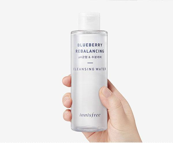 innisfree-blueberry-rebalancing-cleansing-water-1